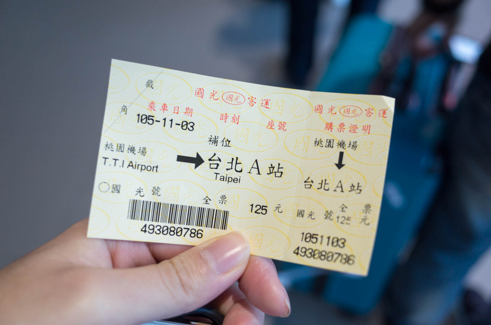 バスで台北駅へ