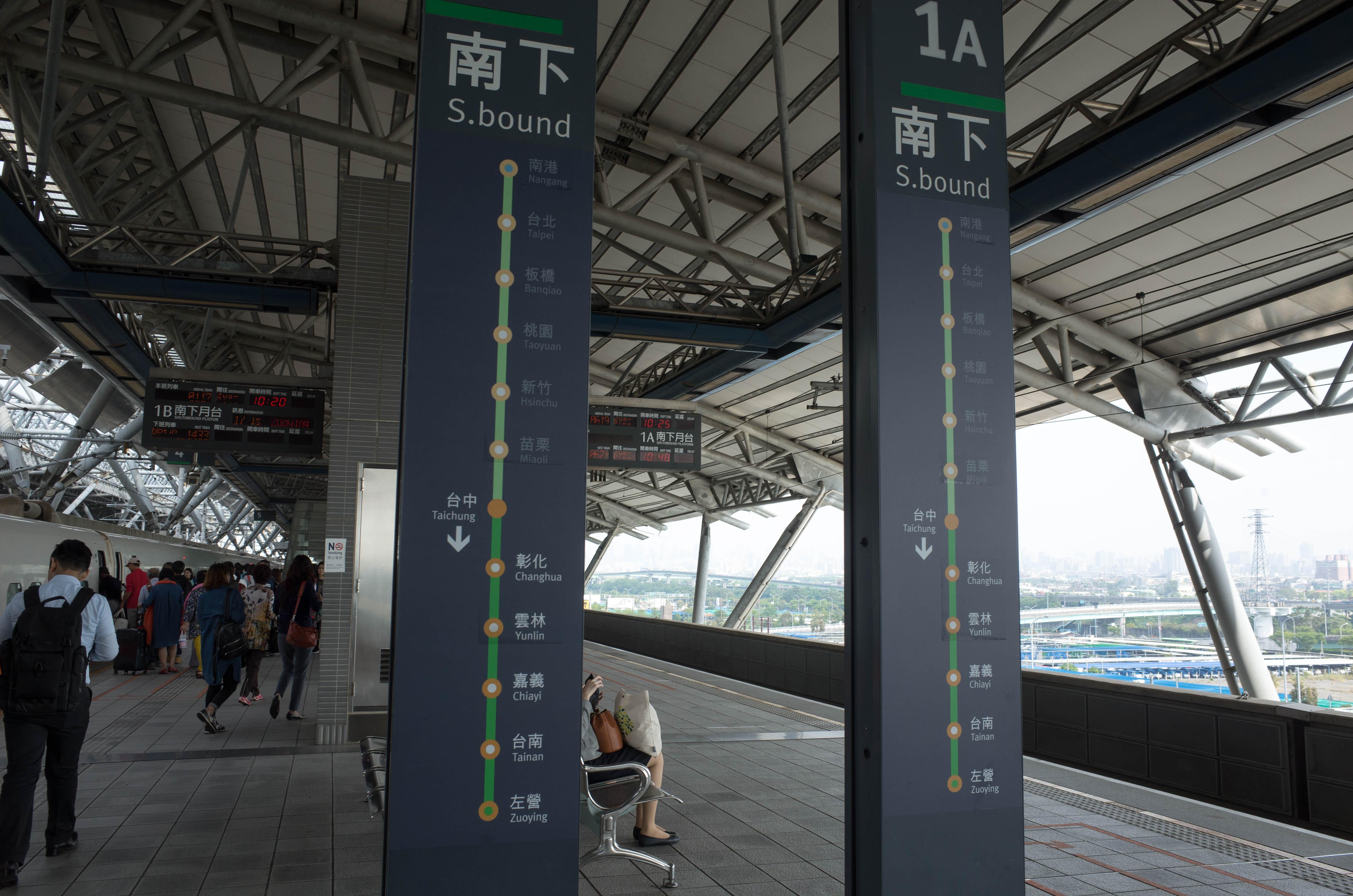 台中駅のホーム