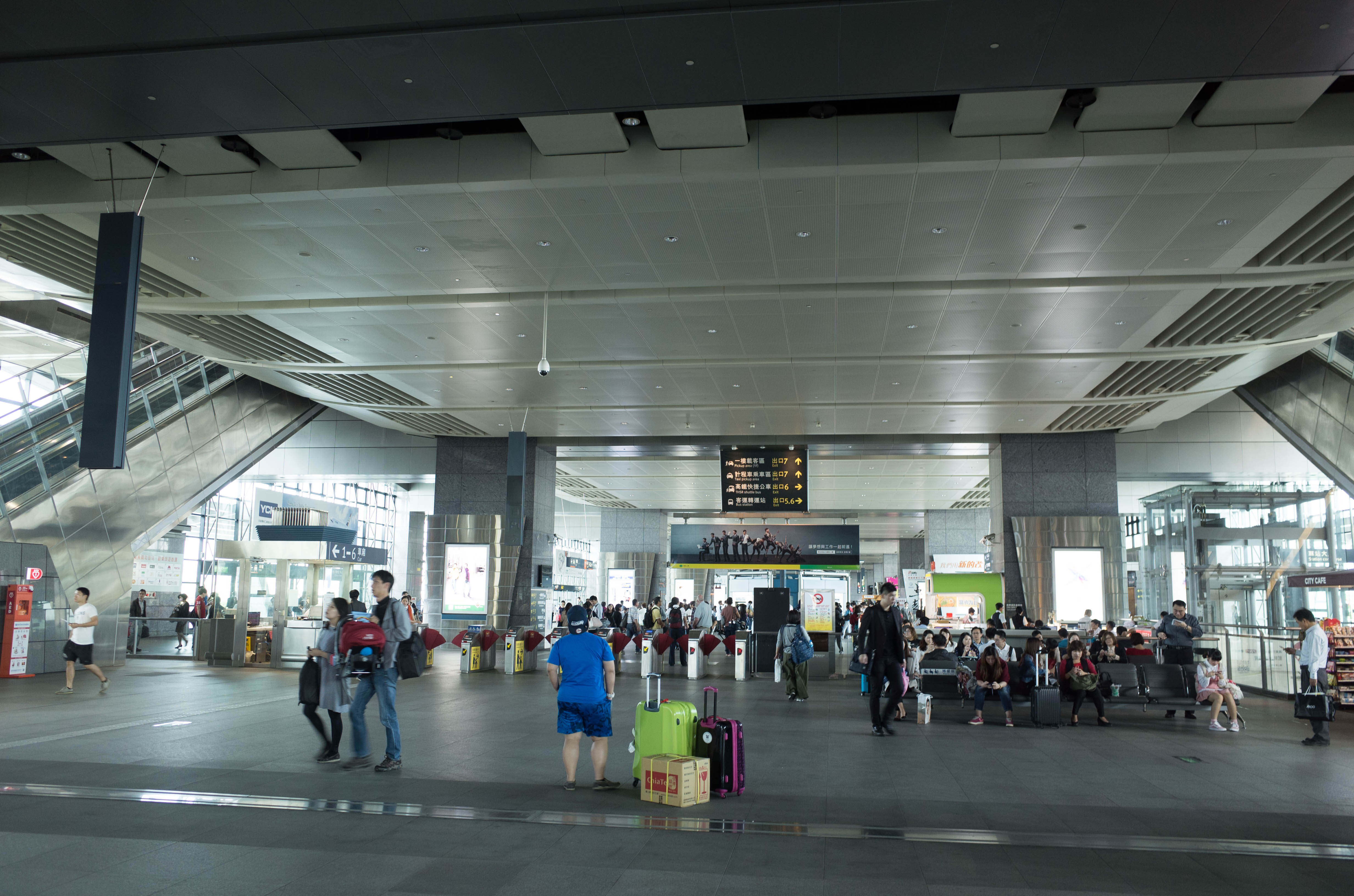 台中駅コンコース