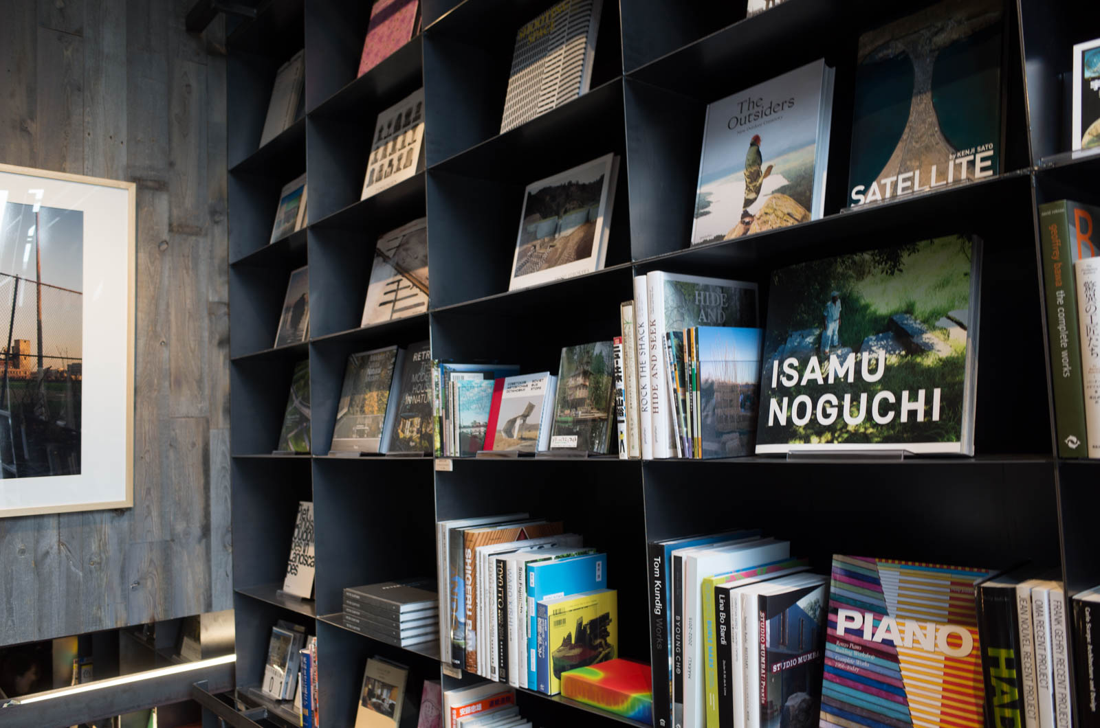 建築、デザインの本が並んでいました