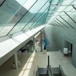 ガラスの天井で明るい館内