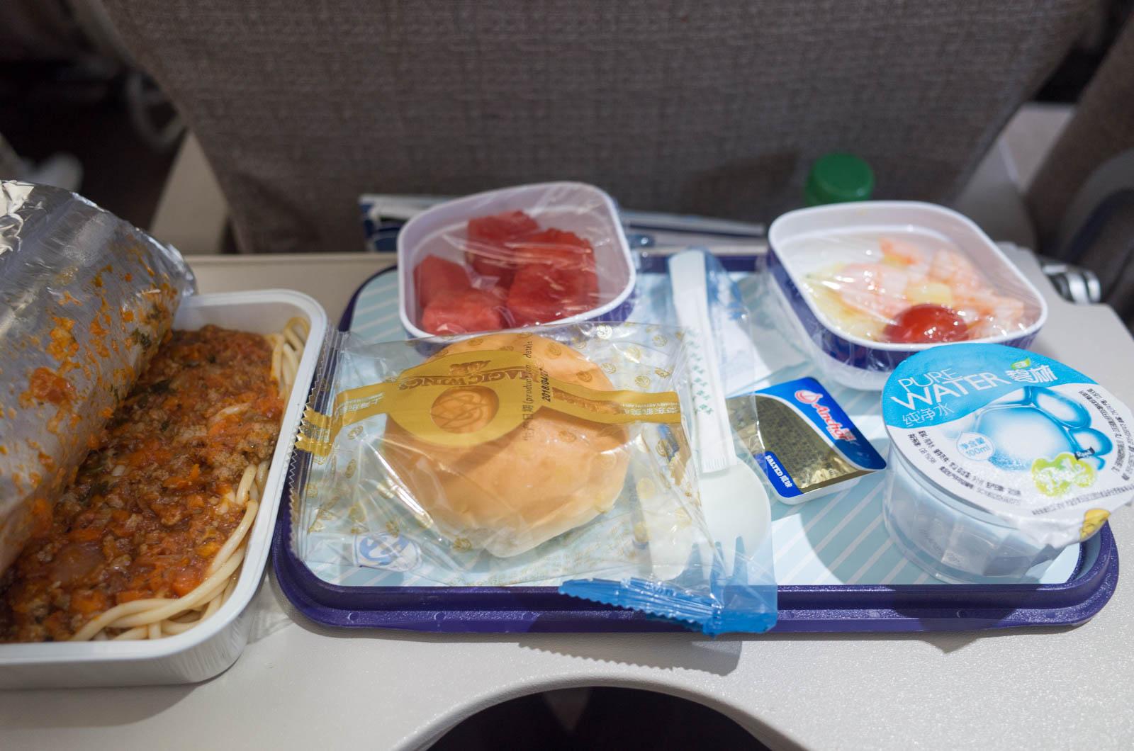 中国東方航空の機内食(香港ー上海便)