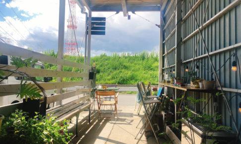 川沿いにある音楽とアンティークのカフェ「R(アール)